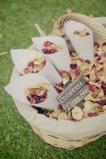 confetti-naturels-mariage-un-monde-confetti