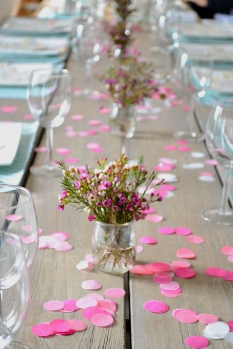 table-mariage-confetti-rose-un-monde-confetti