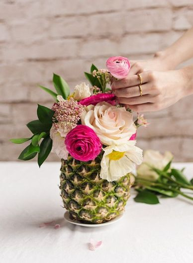 vase-ananas-mariage-tropical-un-monde-confetti
