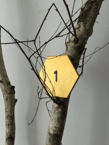 numero-de-table-dore-un-monde-confetti