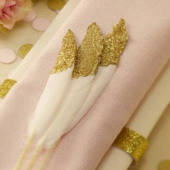 plume-paillettes-or-mariage-un-monde-confetti