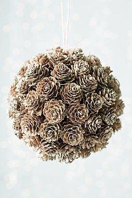 diy-boule-pommes-pin-mariage-hiver-un-monde-confetti