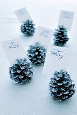 marque-place-pommes-pin-mariage-hiver-un-monde-confetti