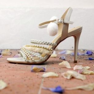 chaussure-mariage-sandale-aemi-un-monde-confetti
